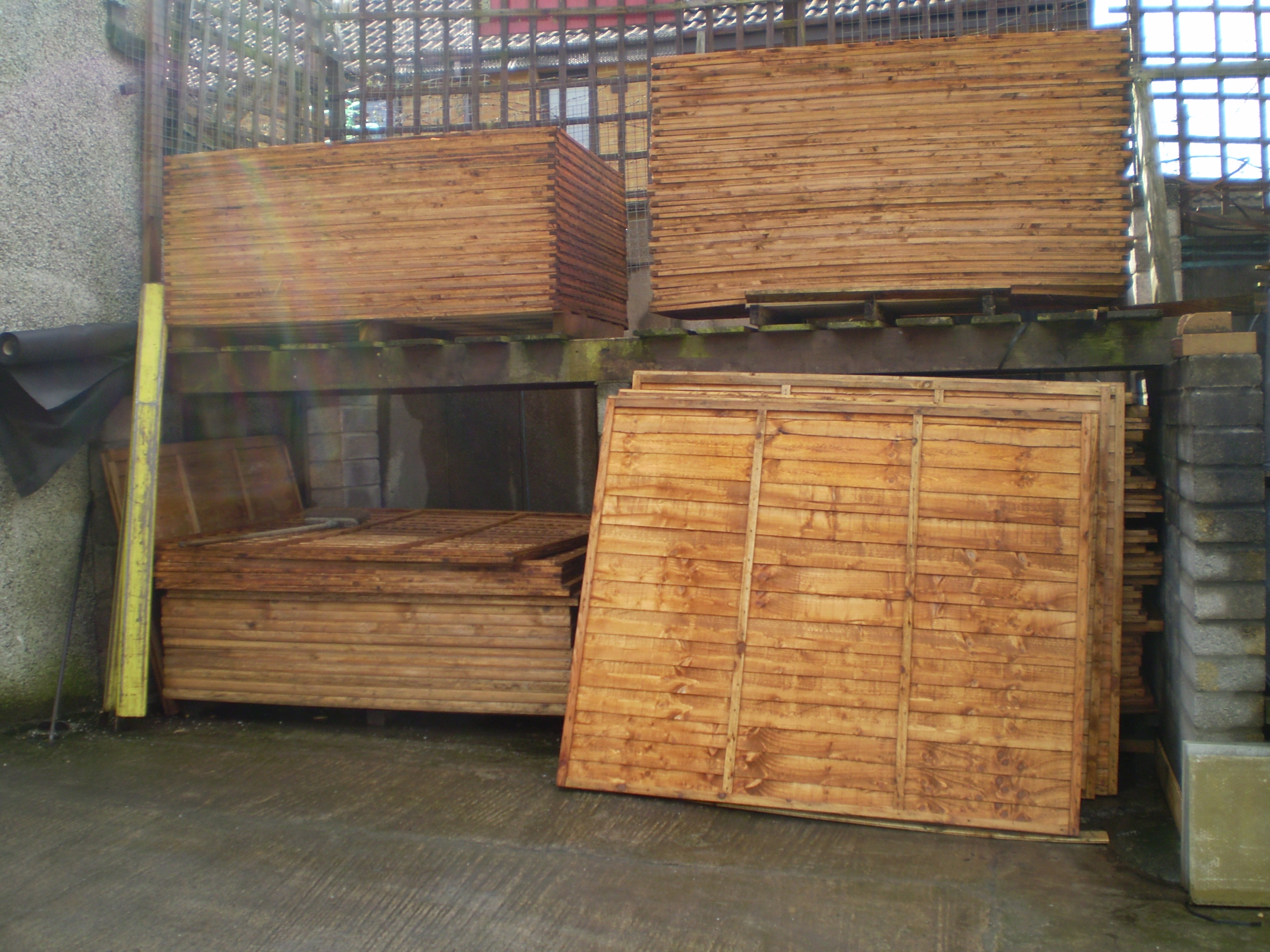 Fencing r s supplies a large range of high quality domestic fencing including overlap and closeboard fencing in four sizes 6ft x 6ft 6ft x 5ft 6ft x 4ft and 6ft x 3ft baanklon Image collections